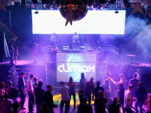 Lights, lasers en dansers in de Roxy Club
